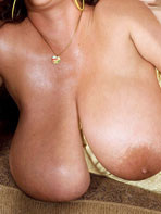 Voluptuous Maria Moore at AmandaPics.com