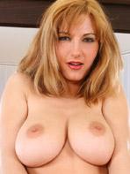 Big breasted Twistys model