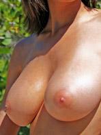Exotic model Dee Dee