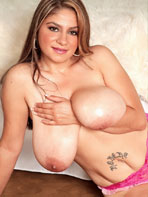 Jasmine Shiraz shows her oiled tits