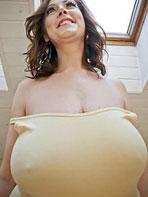 Massive tits at BigTitsJuggs.com