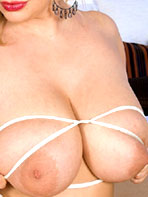 Sophie Mae releases her big tits