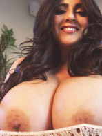 Antonella Kahllo shows her naked tits