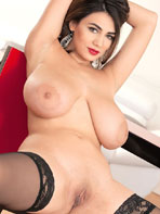 Scoreland model Alexya takes off her bra