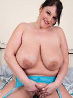 Chubby amateur babe Carol Brown