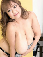 Free photos of busty Asian P-Chan