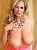 Kelly exposes her large naturals