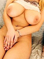 Sweet Katarina excites her tits