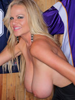 Kelly Madison shows off her natural saggy tits