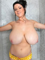 Steamy shower with Rachel Aldana