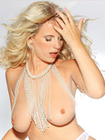 Billie Judd posing for Spinchix